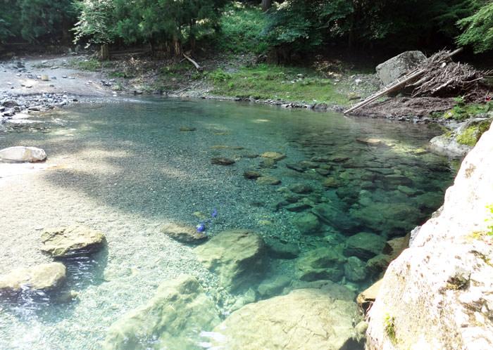 澄みわたる川